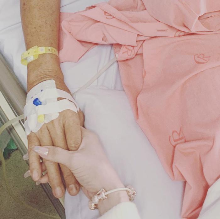 Ngọc Trinh túc trực liên tục 2 ngày trong bệnh viện để chăm sóc ba ruột Ảnh 2