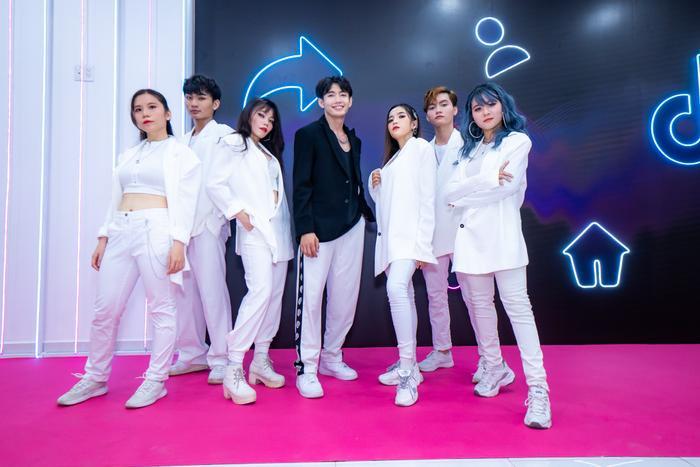 Quang Đăng diễn 'Bigcityboi' bên cạnh dàn line up đình đám Ngô Kiến Huy, Bảo Anh, Đức Phúc Ảnh 9