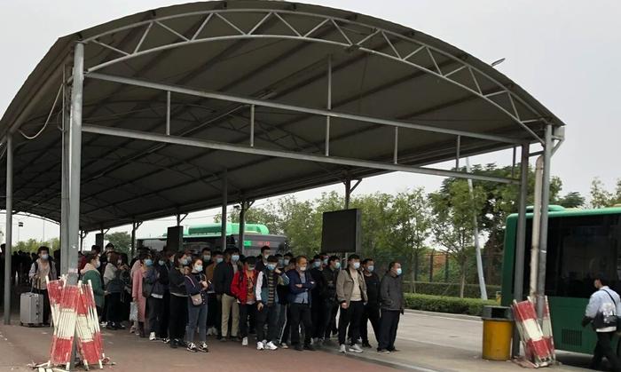 'Thành phố iPhone' ở Trung Quốc hết tốc lực sản xuất iPhone 12 cho Apple Ảnh 3