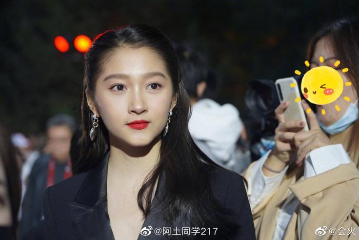 'Điện ảnh Bắc Kinh 2020': Châu Đông Vũ 'làm nền' cho Dương Mịch, Quan Hiểu Đồng đẹp 'thách thức' camera thường Ảnh 3