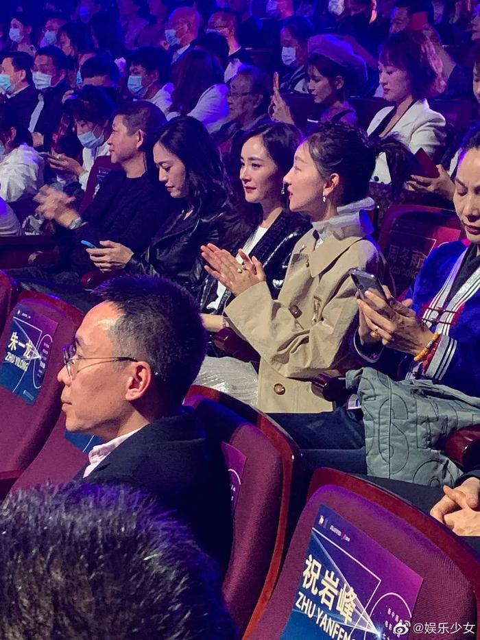 'Điện ảnh Bắc Kinh 2020': Châu Đông Vũ 'làm nền' cho Dương Mịch, Quan Hiểu Đồng đẹp 'thách thức' camera thường Ảnh 9