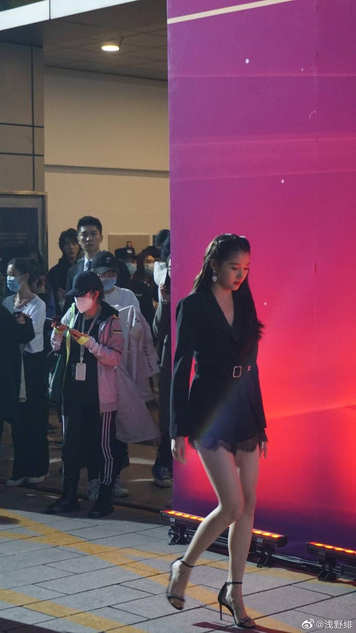'Điện ảnh Bắc Kinh 2020': Châu Đông Vũ 'làm nền' cho Dương Mịch, Quan Hiểu Đồng đẹp 'thách thức' camera thường Ảnh 15