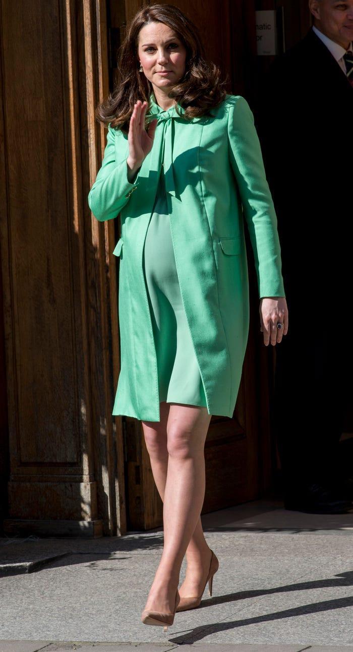 Thời trang áo khoác thanh lịch của công nương Kate Middleton Ảnh 10