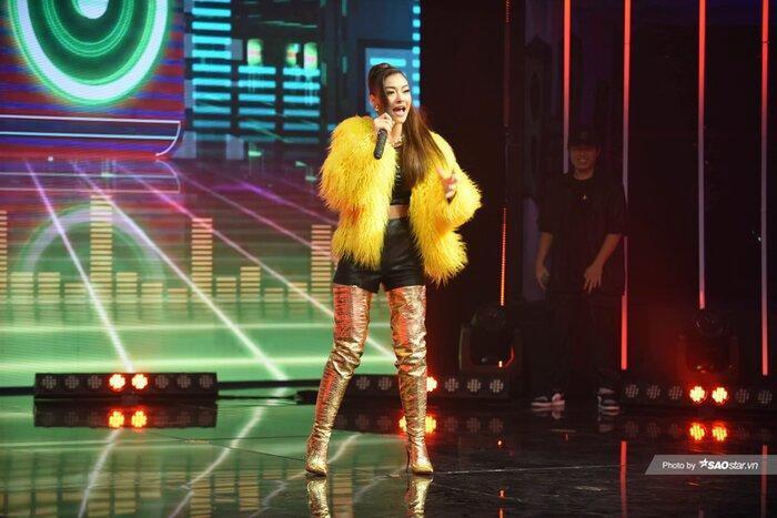 Á hậu Kiều Loan diện váy 'vàng rực' hóa thân thành nàng Mona Lisa trên King Of Rap Ảnh 7