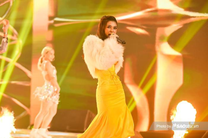Á hậu Kiều Loan diện váy 'vàng rực' hóa thân thành nàng Mona Lisa trên King Of Rap Ảnh 2