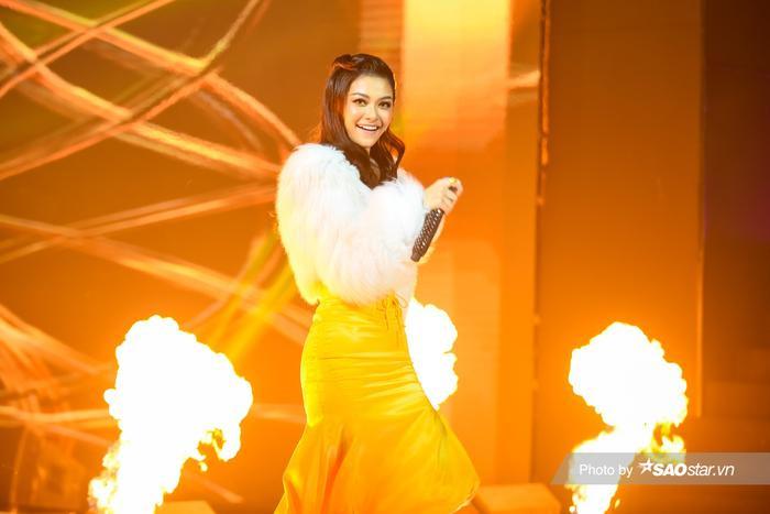 Á hậu Kiều Loan diện váy 'vàng rực' hóa thân thành nàng Mona Lisa trên King Of Rap Ảnh 1