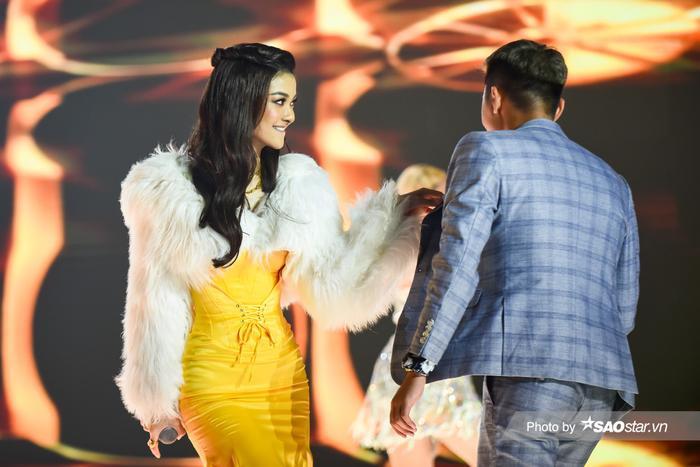 Á hậu Kiều Loan diện váy 'vàng rực' hóa thân thành nàng Mona Lisa trên King Of Rap Ảnh 4