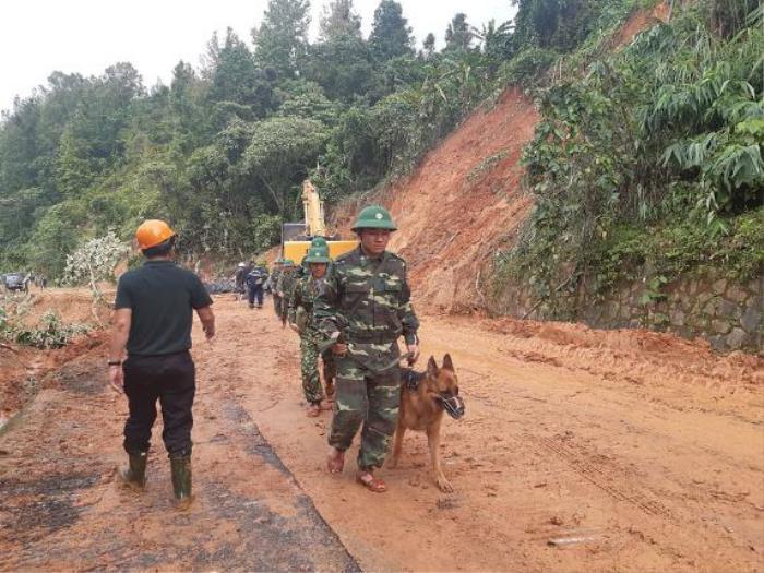 Đã tìm thấy 12 thi thể cán bộ chiến sĩ bị vùi lấp do sạt lở ở Quảng Trị, trực thăng sẵn sàng tham gia công tác cứu hộ Ảnh 2