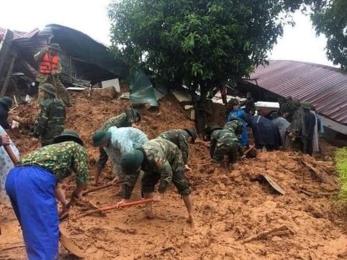 Đã tìm thấy 12 thi thể cán bộ chiến sĩ bị vùi lấp do sạt lở ở Quảng Trị, trực thăng sẵn sàng tham gia công tác cứu hộ Ảnh 1