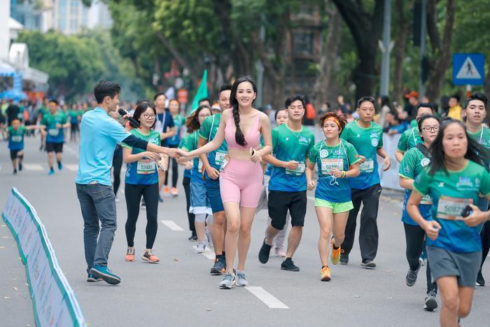 Mai Phương Thuý khoe trọn đường cong quyến rũ tại giải thi chạy bộ Ảnh 3