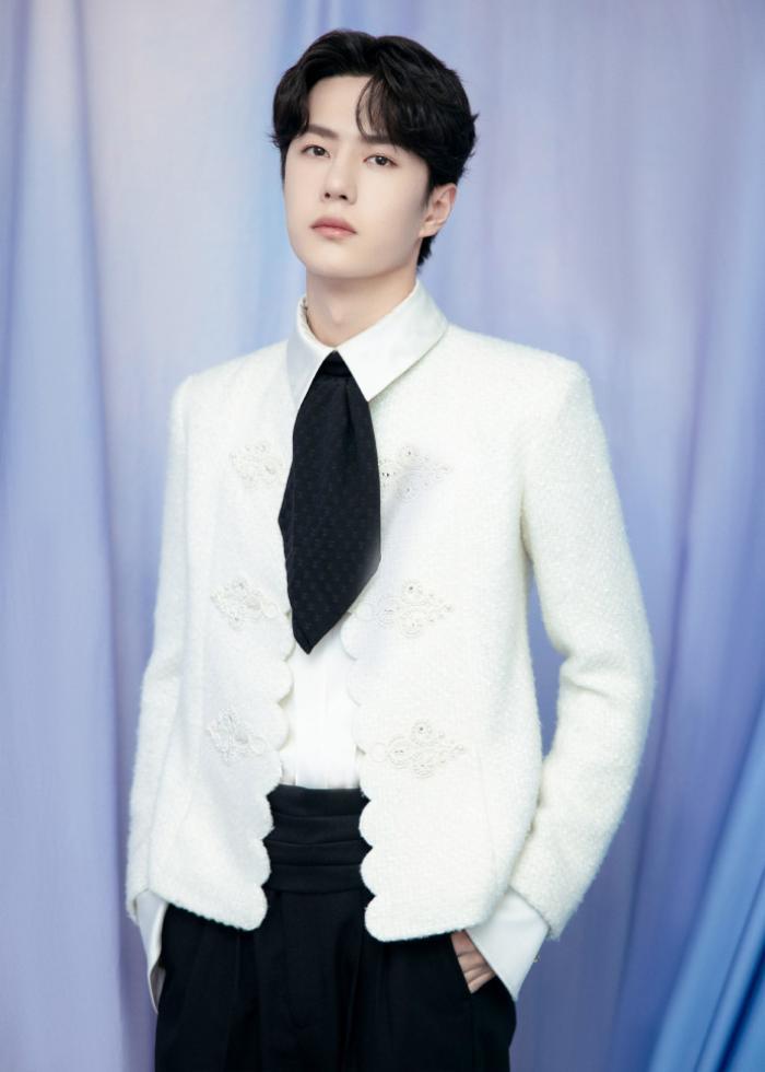 Dưới ống kính sắc nét của Kim Ưng, Vương Nhất Bác có gặp tình trạng không xinh xắn như Tống Uy Long? Ảnh 12