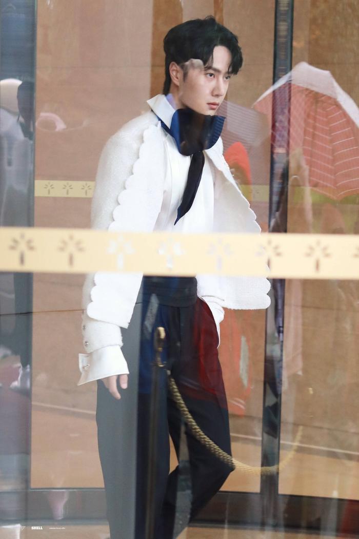 Dưới ống kính sắc nét của Kim Ưng, Vương Nhất Bác có gặp tình trạng không xinh xắn như Tống Uy Long? Ảnh 5
