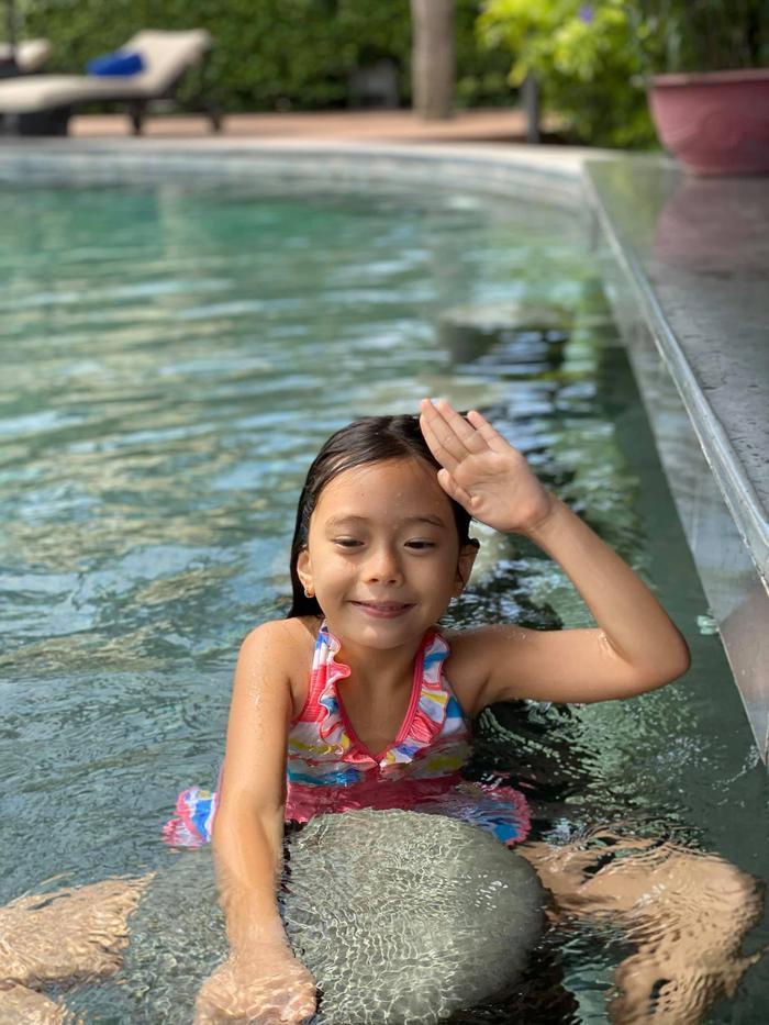 Mới 6 tuổi, con gái Đoan Trang đã sở hữu đôi chân dài tựa siêu mẫu Ảnh 7