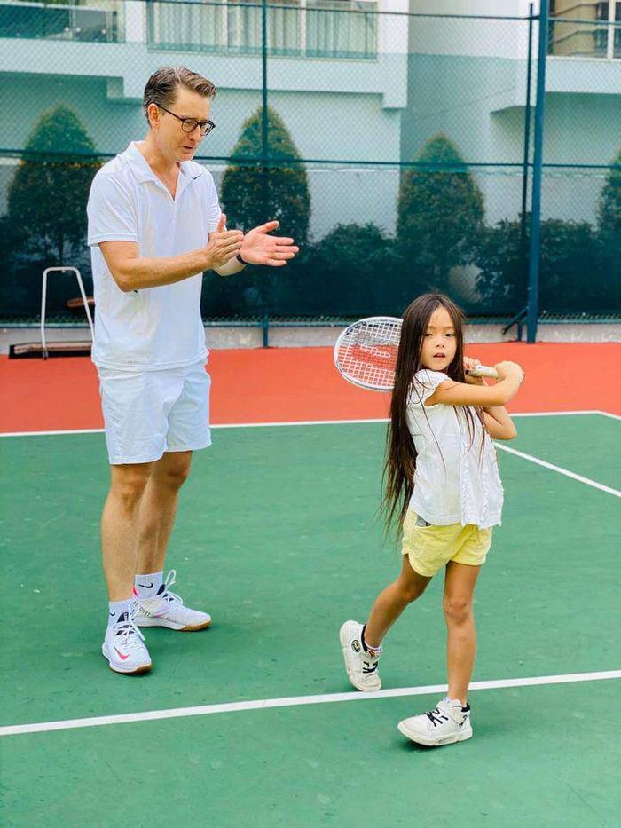 Mới 6 tuổi, con gái Đoan Trang đã sở hữu đôi chân dài tựa siêu mẫu Ảnh 8