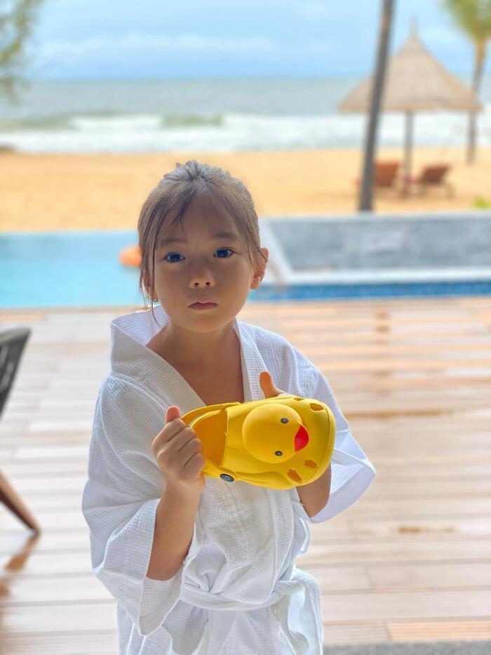 Mới 6 tuổi, con gái Đoan Trang đã sở hữu đôi chân dài tựa siêu mẫu Ảnh 11