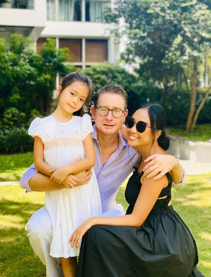Mới 6 tuổi, con gái Đoan Trang đã sở hữu đôi chân dài tựa siêu mẫu Ảnh 1