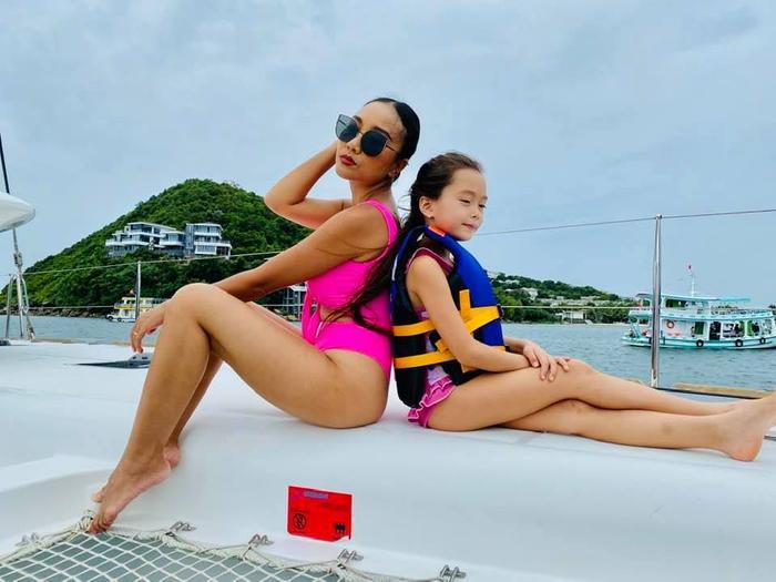 Mới 6 tuổi, con gái Đoan Trang đã sở hữu đôi chân dài tựa siêu mẫu Ảnh 2