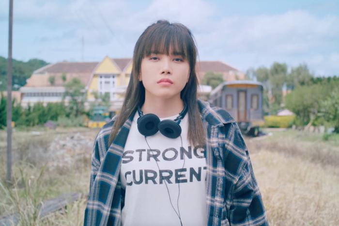 Thiều Bảo Trâm bị đánh hội đồng trong MV mới, fan lập tức đòi mách... Sơn Tùng M-TP Ảnh 6