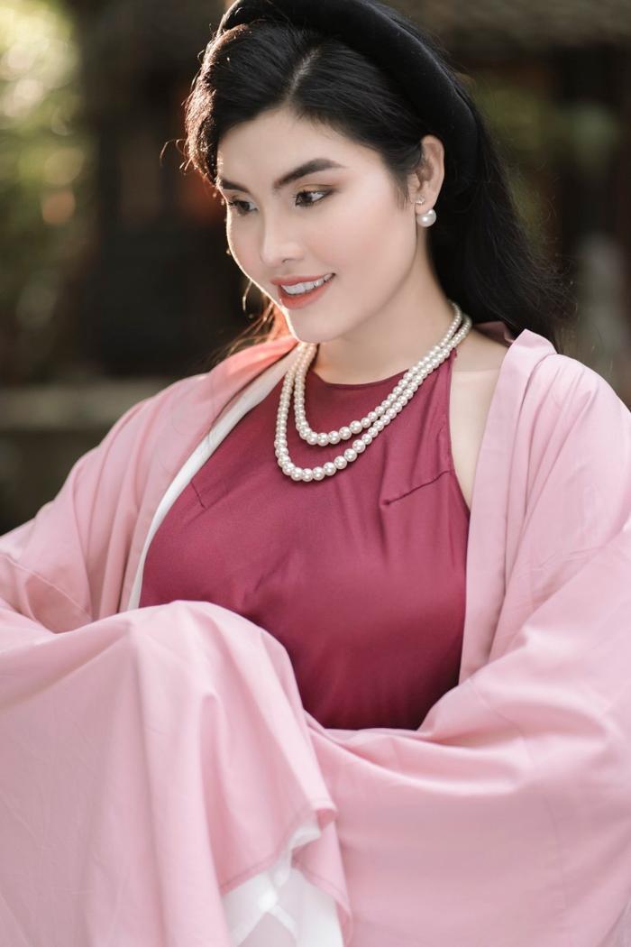 Tuyết Trần - Top 30 siêu mẫu Việt Nam đẹp nên thơ trong tà áo dài cách tân Ảnh 8