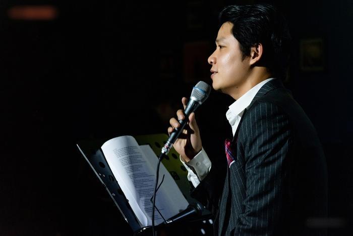 Nguyễn Văn Chung da diết trong đêm minishow, tuyên bố trở lại với dòng nhạc sở trường Ảnh 1
