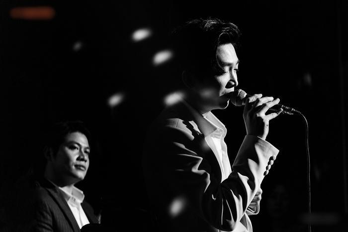 Nguyễn Văn Chung da diết trong đêm minishow, tuyên bố trở lại với dòng nhạc sở trường Ảnh 5