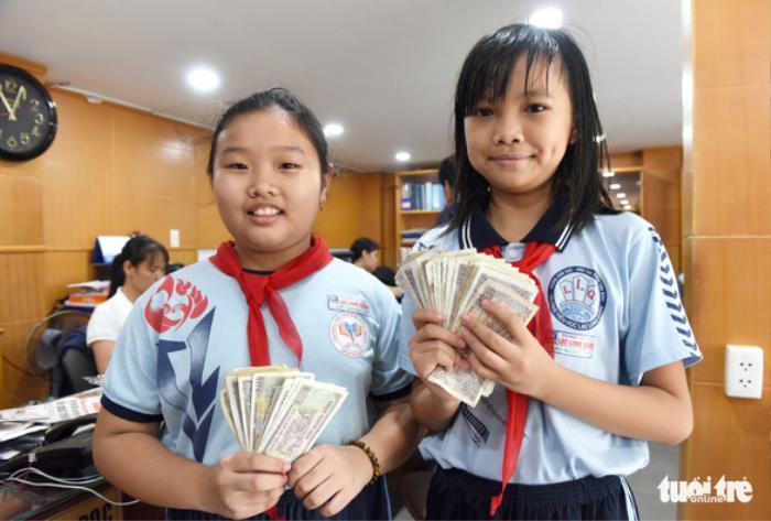 Học sinh trích tiền ăn sáng, quyên góp hỗ trợ bà con miền Trung bị lũ lụt Ảnh 2