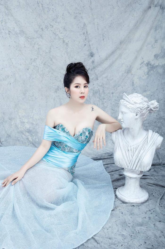 Lần đầu dự sự kiện sau 2 năm 'ở ẩn' sinh con, Lê Phương đăng ảnh so sánh bản thân khiến ai cũng phải kinh ngạc Ảnh 7