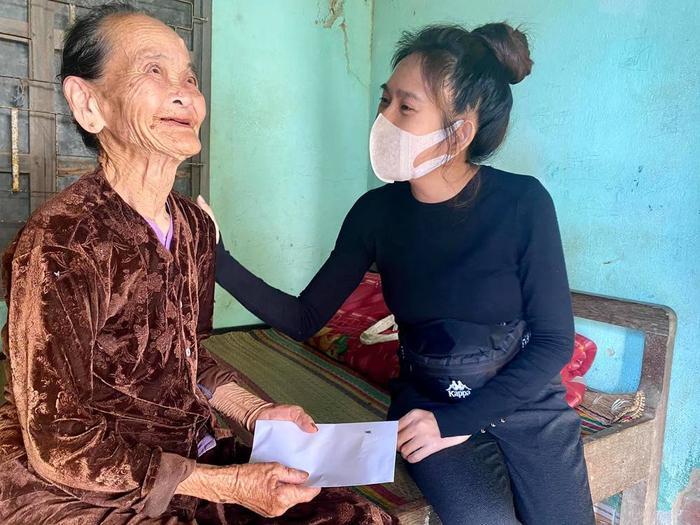 Vợ chồng Lý Hải - Minh Hà nhắn gửi đến các đoàn từ thiện cẩn thận khi đi miền Trung Ảnh 2