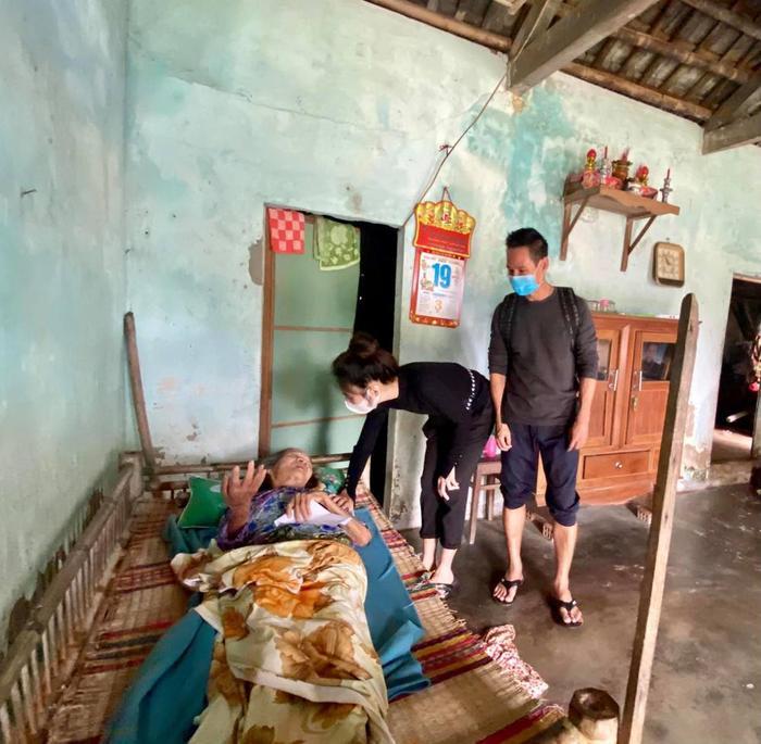 Vợ chồng Lý Hải - Minh Hà nhắn gửi đến các đoàn từ thiện cẩn thận khi đi miền Trung Ảnh 5