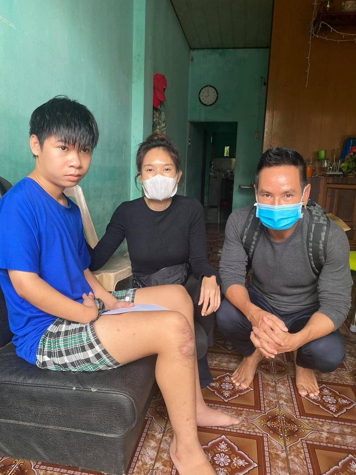 Vợ chồng Lý Hải - Minh Hà nhắn gửi đến các đoàn từ thiện cẩn thận khi đi miền Trung Ảnh 1