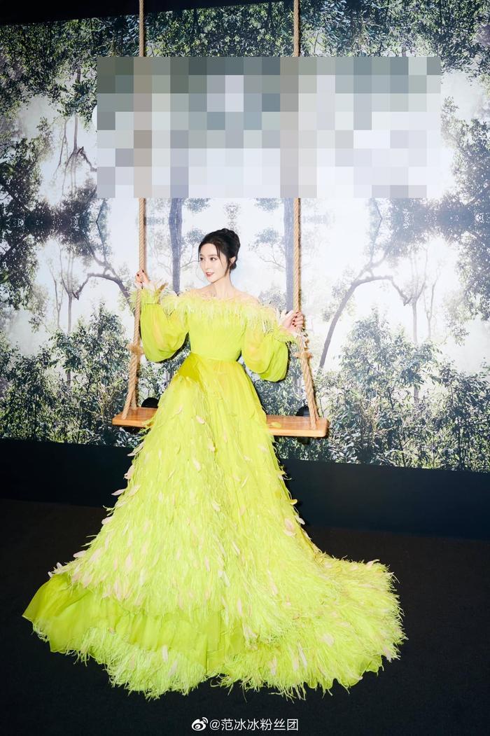 Chịu chơi như nữ hoàng thảm đỏ Phạm Băng Băng, mix váy tím lịm với tất xanh lét nổi bật tại sự kiện Ảnh 5