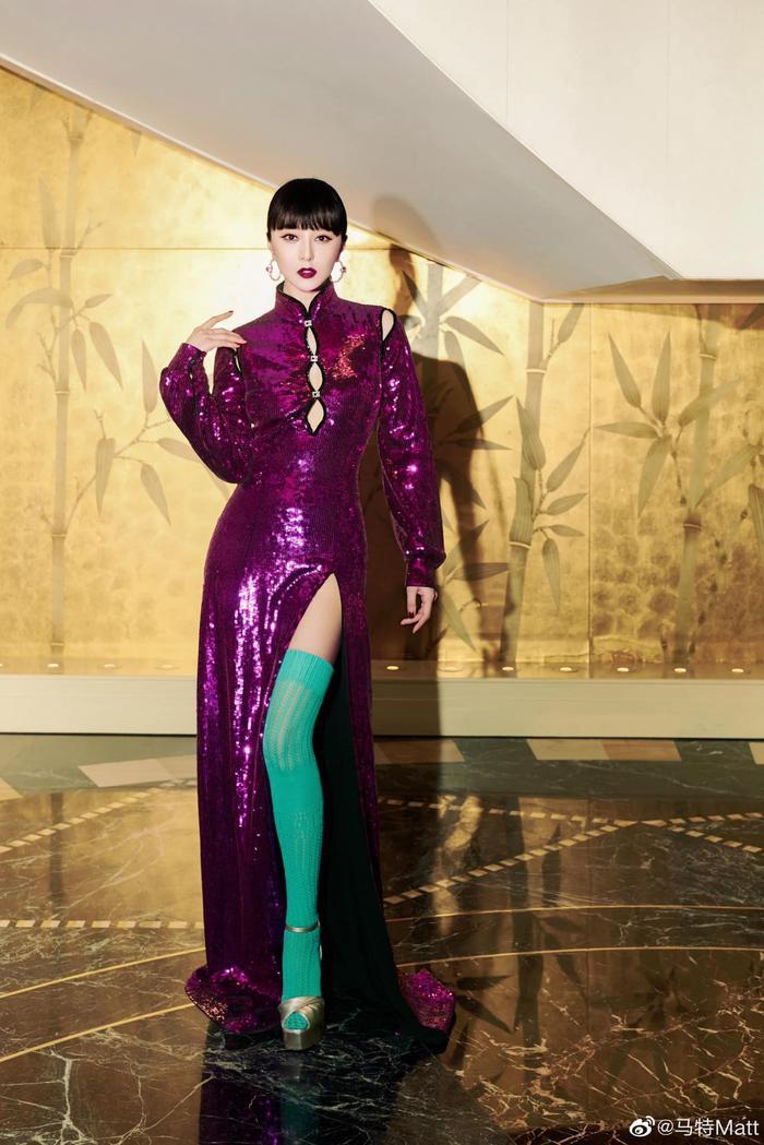 Chịu chơi như nữ hoàng thảm đỏ Phạm Băng Băng, mix váy tím lịm với tất xanh lét nổi bật tại sự kiện Ảnh 1