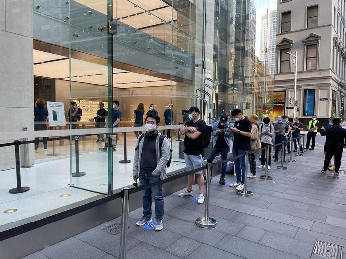 Quang cảnh đìu hiu trong ngày đầu tiên Apple mở bán iPhone 12 Ảnh 2