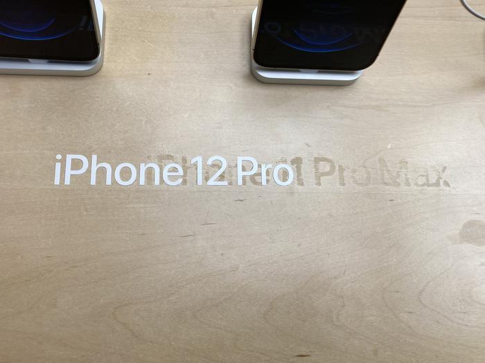 Quang cảnh đìu hiu trong ngày đầu tiên Apple mở bán iPhone 12 Ảnh 5
