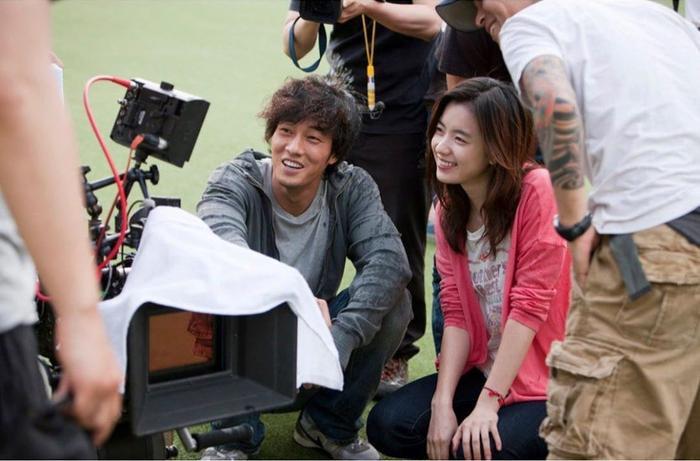 Han Hyo Joo bất ngờ đăng ảnh 'tình tứ' với So Ji Sub trong quá khứ Ảnh 6
