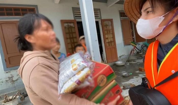 Thu Trang bức xúc đáp trả vì bị anti-fan chỉ trích vô cảm với đồng bào miền Trung Ảnh 1