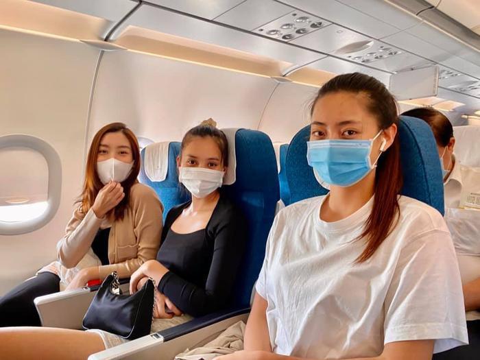 Hương Giang - Khánh Vân - Tiểu Vy - Lương Thùy Linh giúp đỡ đồng bào miền Trung vượt bão lũ Ảnh 1