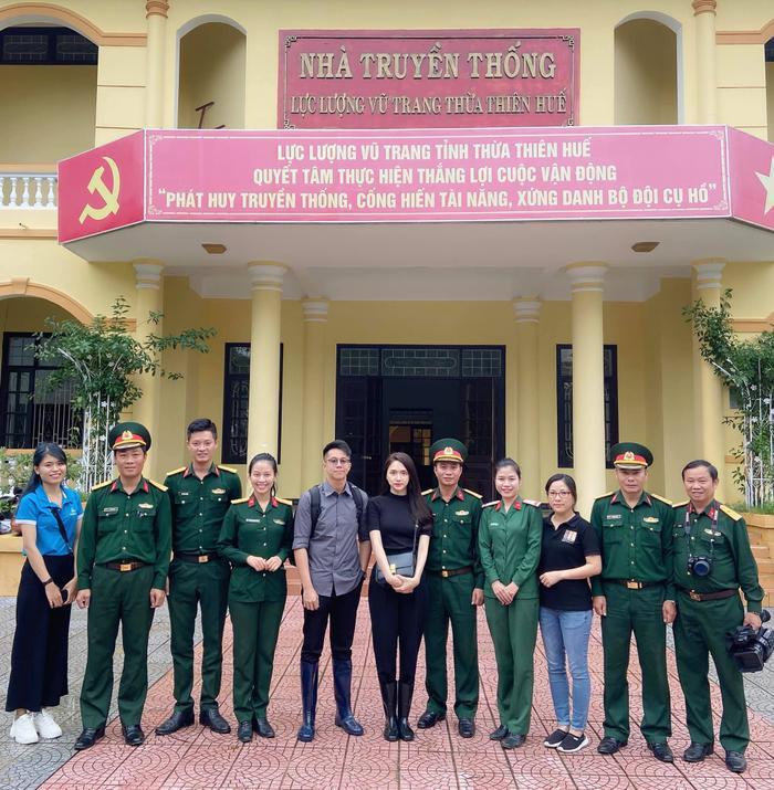 Hương Giang - Khánh Vân - Tiểu Vy - Lương Thùy Linh giúp đỡ đồng bào miền Trung vượt bão lũ Ảnh 19