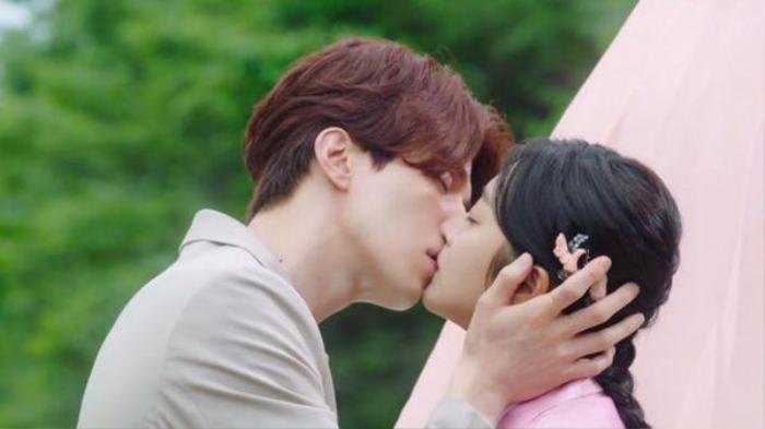 Dự đoán cái kết bi thương trong 'Bạn Trai Tôi Là Hồ Ly' tập 6: Lee Dong Wook hoặc Ji Bo Ah sẽ có người hy sinh ở cuối phim? Ảnh 1