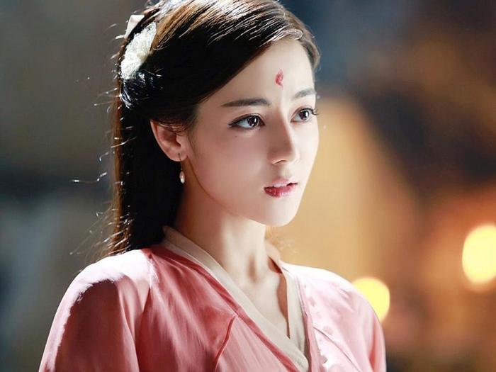 Phim của Dương Mịch - Địch Lệ Nhiệt Ba bị tố ăn cắp, 'hạ bệ' trang phục truyền thống sao Hàn Quốc Ảnh 5