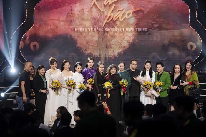 Đêm nhạc ủng hộ miền Trung do Đinh Hiền Anh tổ chức góp gần 34,2 tỷ đồng Ảnh 1