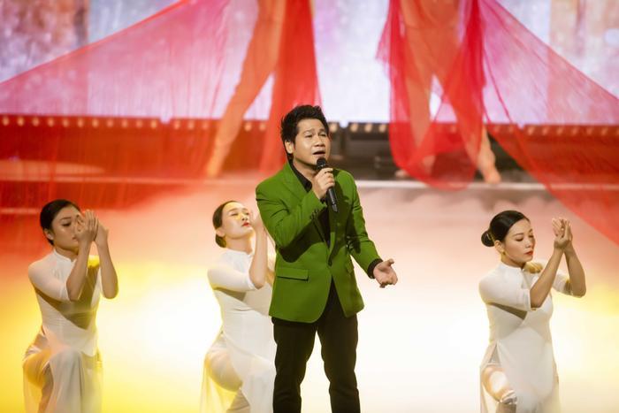 Đêm nhạc ủng hộ miền Trung do Đinh Hiền Anh tổ chức góp gần 34,2 tỷ đồng Ảnh 3