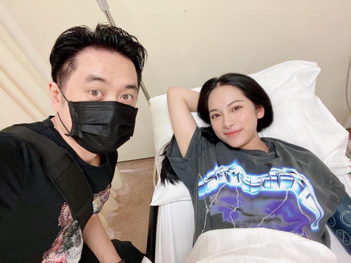 Vợ chồng Dương Khắc Linh - Sara Lưu hạnh phúc vì biểu cảm đáng yêu của hai con sinh đôi Ảnh 4