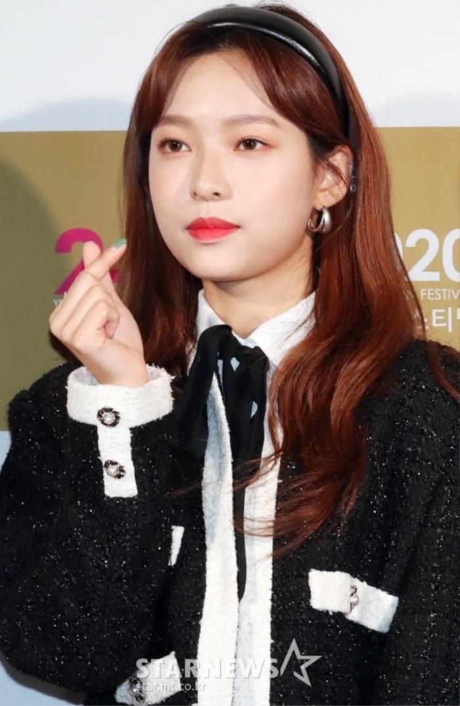Goo Hye Sun rạng rỡ sau ly hôn, đọ sắc loạt sao Hàn trên thảm đỏ 'LHP Bucheon 2020' Ảnh 12