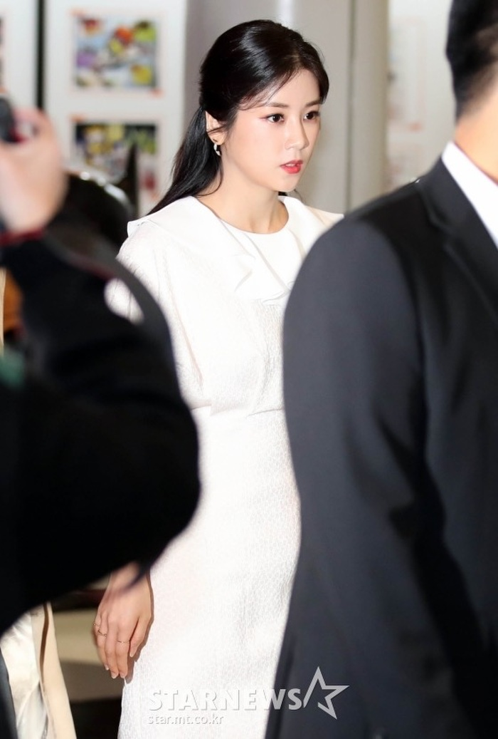 Goo Hye Sun rạng rỡ sau ly hôn, đọ sắc loạt sao Hàn trên thảm đỏ 'LHP Bucheon 2020' Ảnh 15