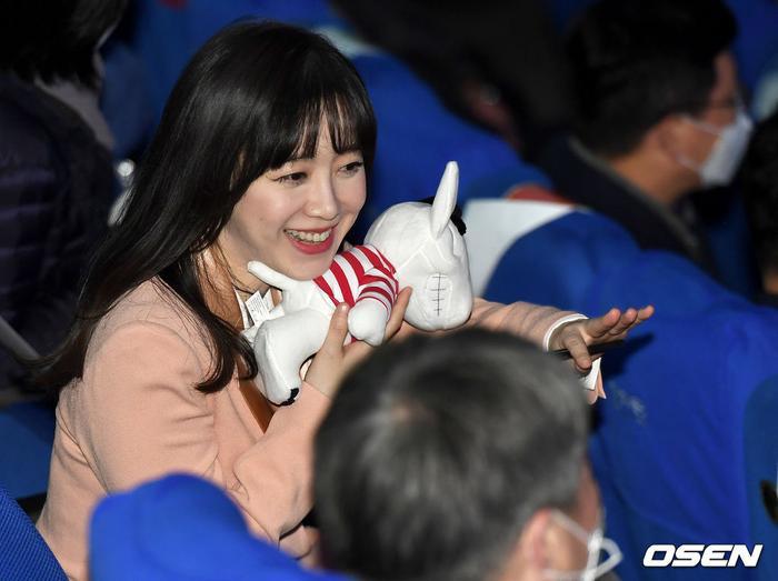 Goo Hye Sun rạng rỡ sau ly hôn, đọ sắc loạt sao Hàn trên thảm đỏ 'LHP Bucheon 2020' Ảnh 31