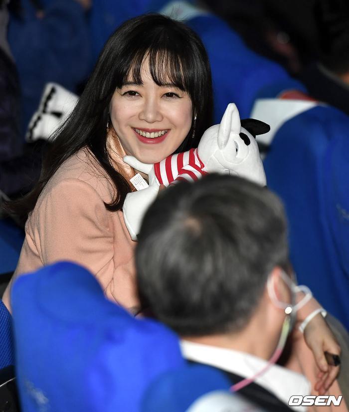 Goo Hye Sun rạng rỡ sau ly hôn, đọ sắc loạt sao Hàn trên thảm đỏ 'LHP Bucheon 2020' Ảnh 30