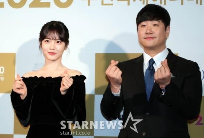 Goo Hye Sun rạng rỡ sau ly hôn, đọ sắc loạt sao Hàn trên thảm đỏ 'LHP Bucheon 2020' Ảnh 4