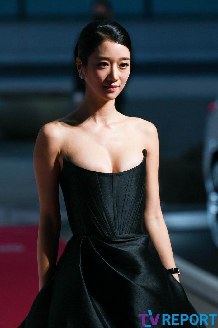 Sang chảnh diện đồ 1 tỷ 3, Seo Ye Ji vẫn 'hớ hênh' lộ ngực trên thảm đỏ Ảnh 5