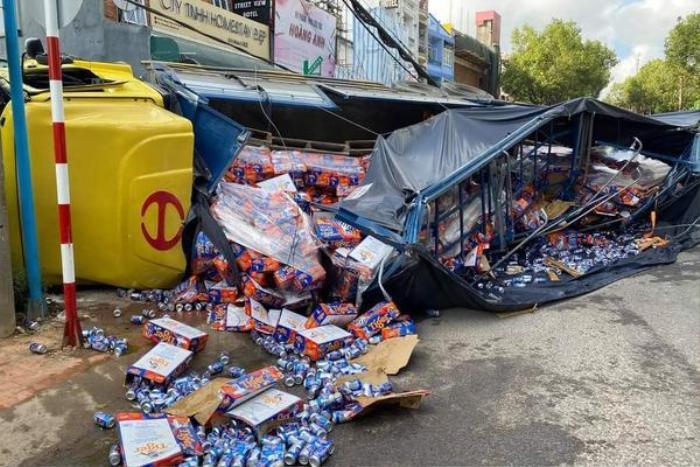 Xe tải chở bia tuột dốc trôi tự do, tông hàng loạt xe máy ở Đà Lạt Ảnh 2